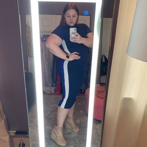 Dresses & Skirts - Midi length, navy bodycon dress